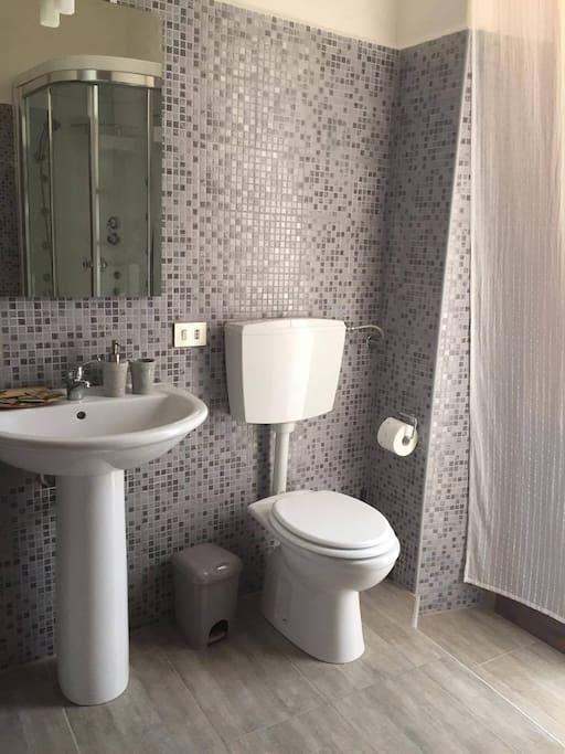 bagno privato con doccia idromassaggio