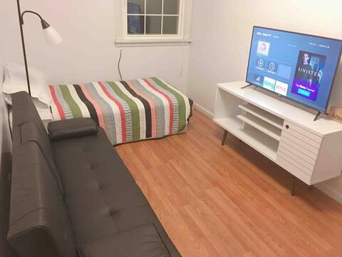 Comfy Convenient Private Room A - 3 Min to the UVA
