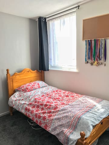 Clean shared room (male guests only)