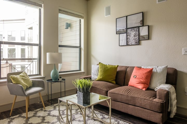 Luxury 2BR Apt in Downtown