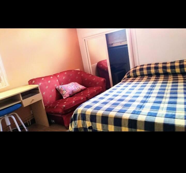 Habitación en casa + calefacción + Wi-Fi