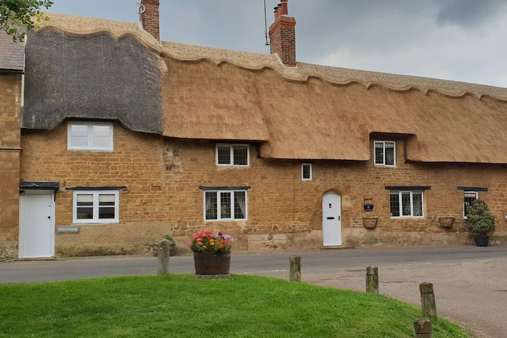 17th Century Thatched Cottage in North Newington