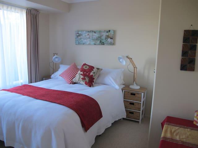 Terraces Bed & Breakfast (2nd room)