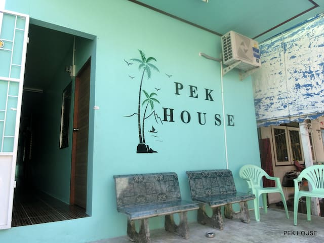 PEK HOUSE fan room