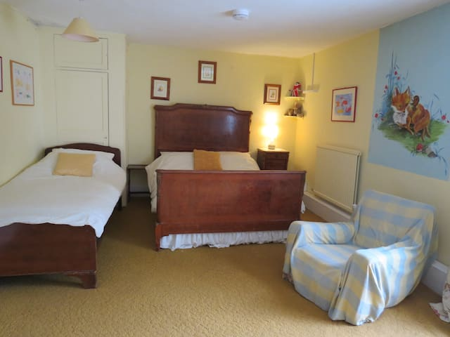 Covey has a double and single bed, ideal for families