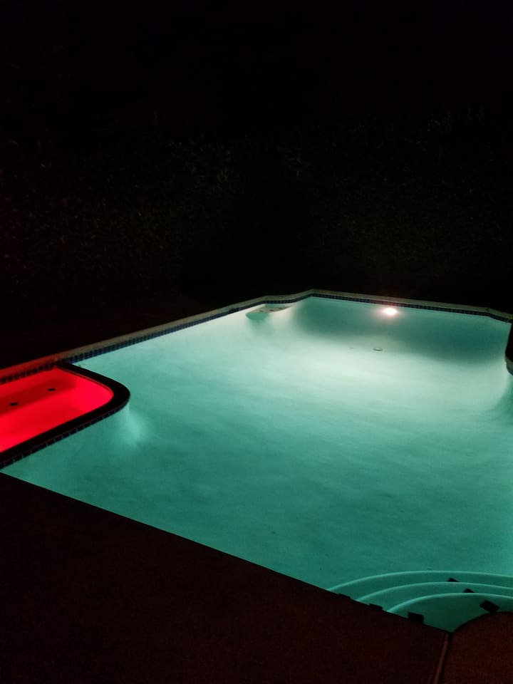 Beautiful Clean Pool!