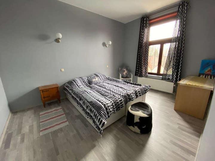 Mignon appartement près de la place d'Hyon