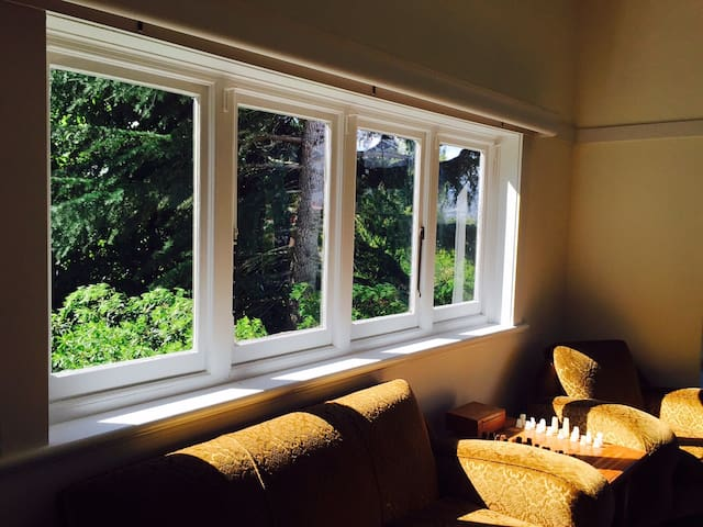 East Cottage...sunny and private - Launceston - Huis