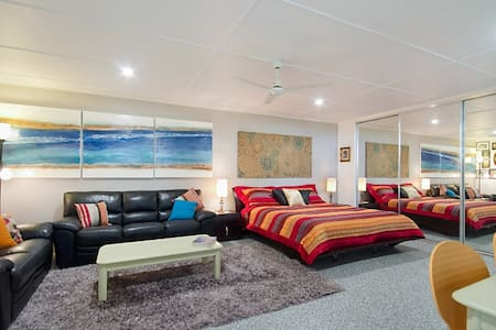 SELF CONTAINED UNIT CENTRAL TO KIRRA & COOLANGATTA - Coolangatta - Wohnung