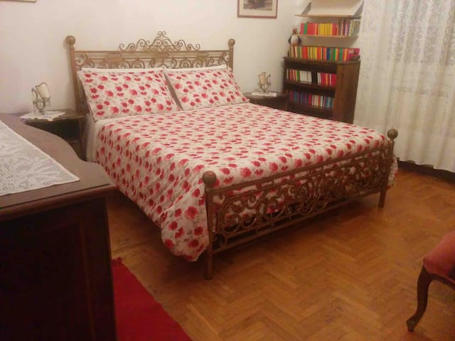 Double bed in Padua near Venice