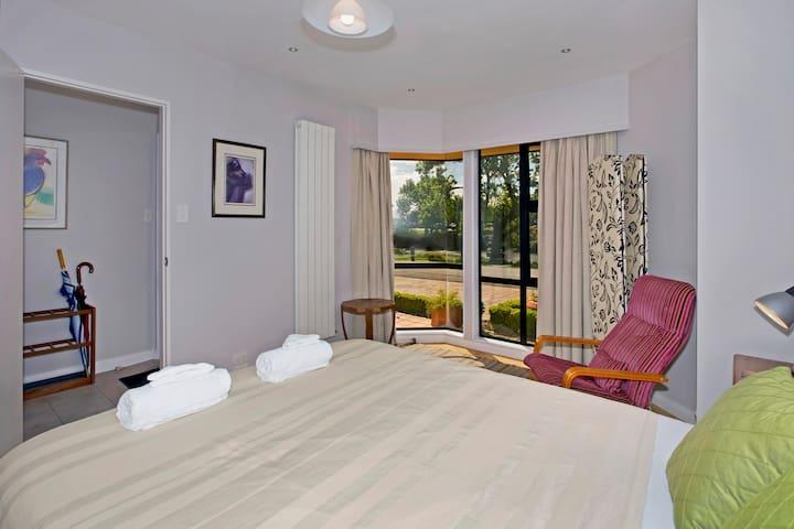 Bedroom 1 (Master): Queen Bed & ensuite bathroom