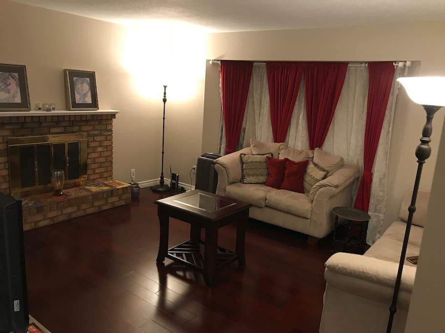 Cozy Quiet Main Floor 3 Bedroom Suite Houses For Rent In Port Coquitlam British Columbia Canada