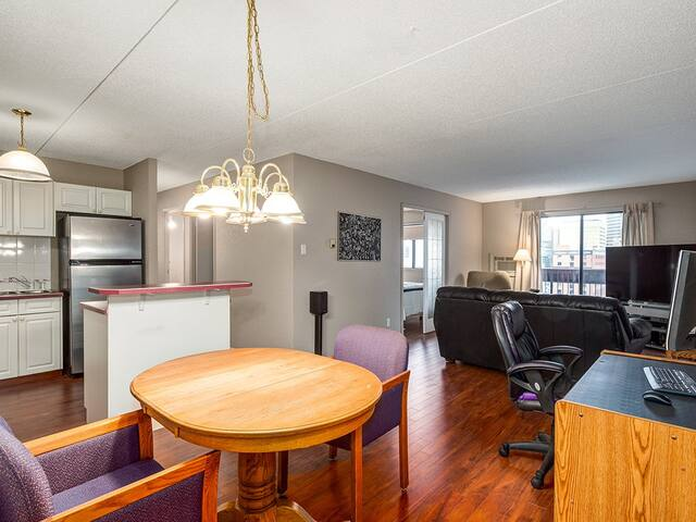 Spacious condo, downtown Location! Shared $50.00