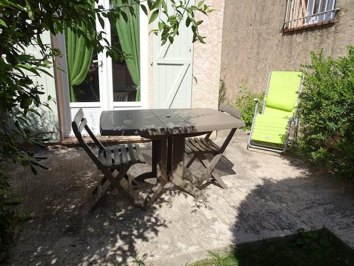 Agréable studio quartier base-nature Fréjus