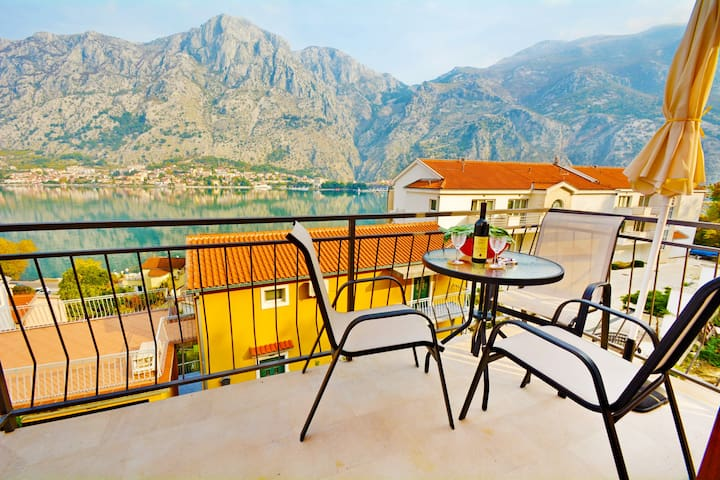 1-Bedroom Apartment with GREAT view - Kotor - Leilighet