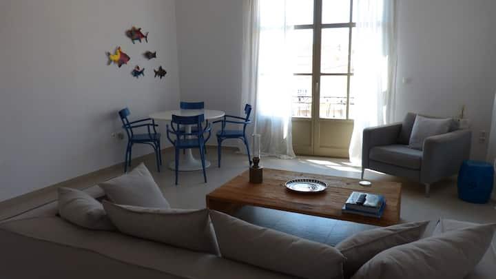 Μοντέρνο διαμέρισμα στην καρδιά των Σπετσών