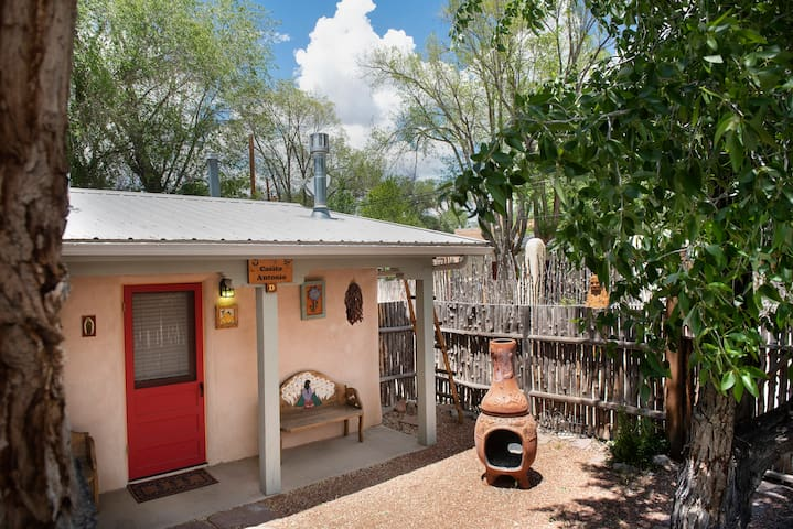 Cozy Casita in the heart of Taos historic district