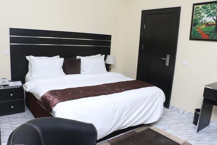 Brookville Hotel-King Suite