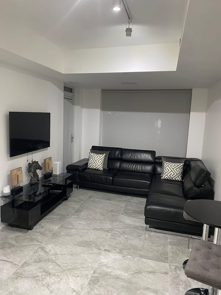 Exclusive Renovated Unit At Yorkdale !!!