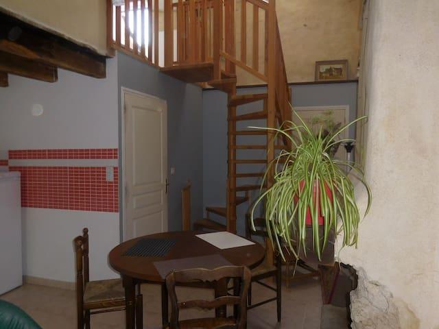 Petite maison dans un écrin de verdure