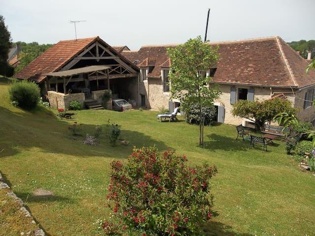 Maison Périgordine typique, 40 mn LASCAUX - Saint-Pantaly-d'Excideuil - บ้าน