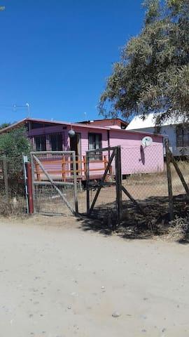 Cabaña a minutos de la playa - Guanaquero