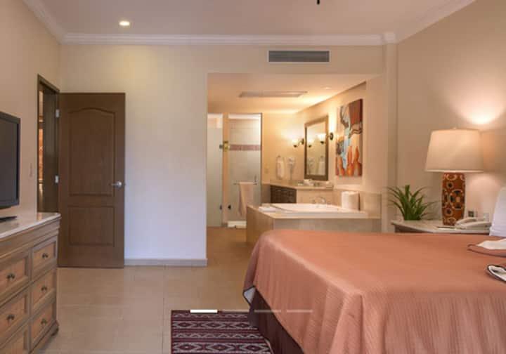 Beautiful 1 bedroom Suite on Loreto Beach Resort