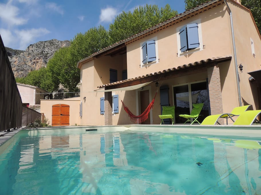 Maison neuve avec piscine chauff e parking gratuit for Camping moustiers sainte marie avec piscine
