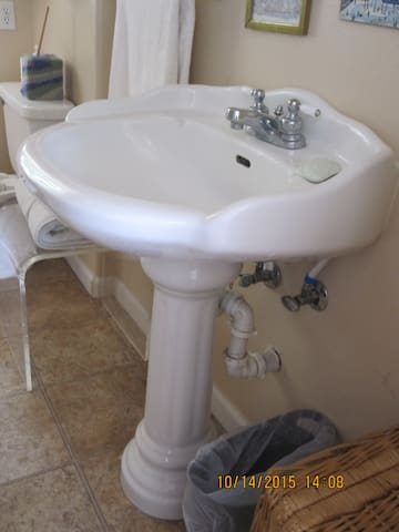 Sparkling clean bathroom with full tub