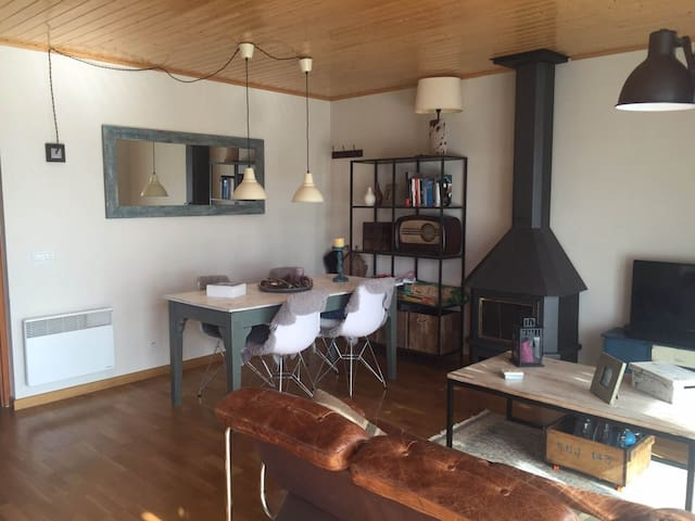 Apartamento planta baja y jardín - Estavar - Apartment