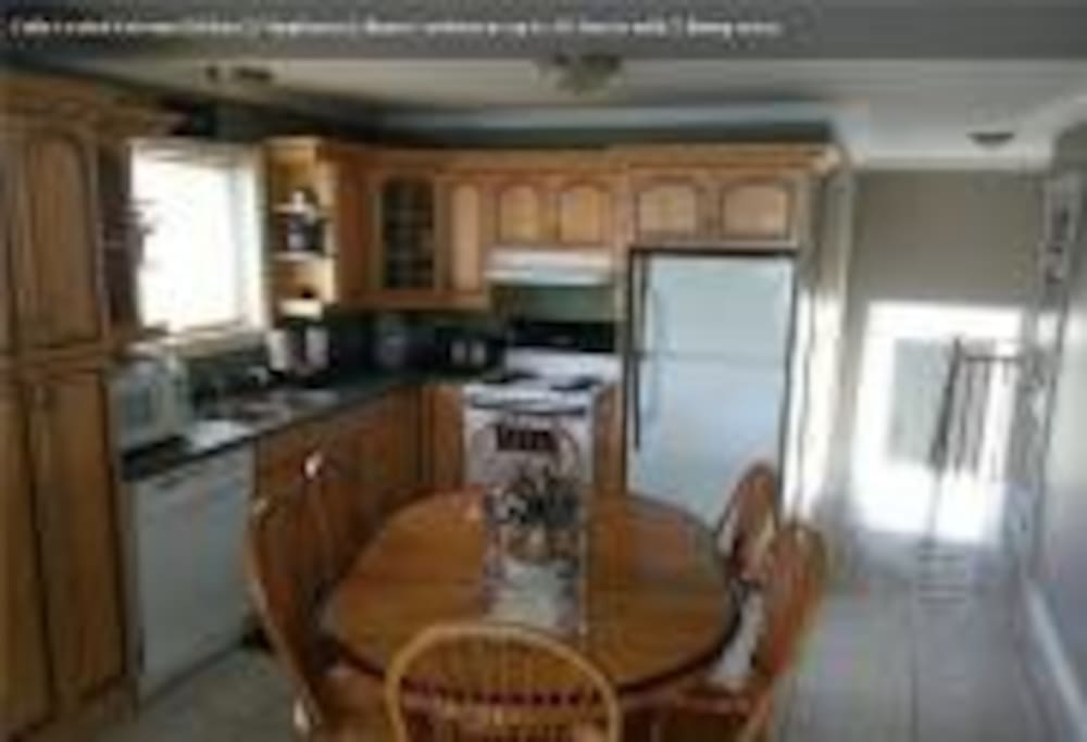 full size kitchen 7 appliances up to 16 guests dinner and cook-wares.