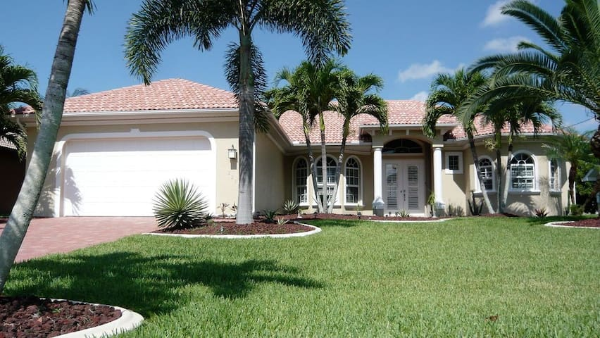 2230 SE 20TH PL Cape Coral FL 33990