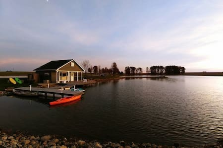 Private Lakehouse on 5-acre lake, Secluded, Clean
