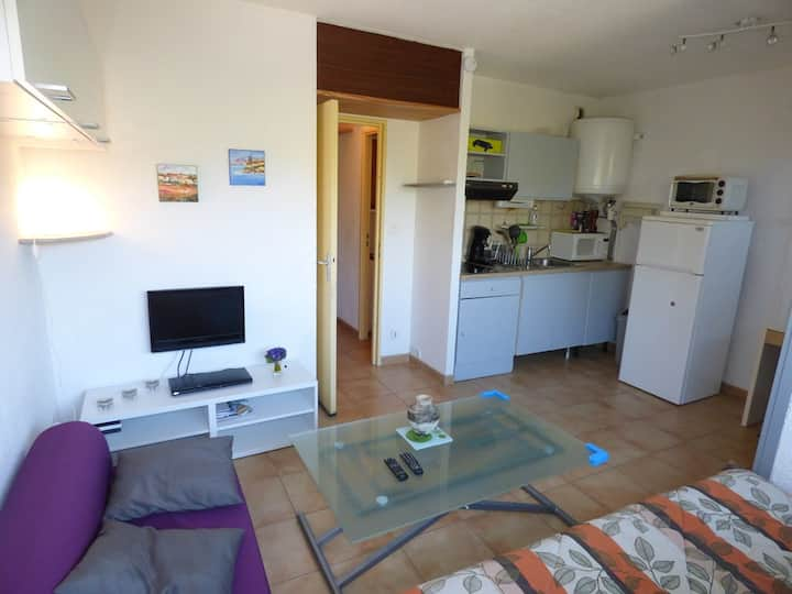Studio, residence with swimming pool, close to the sea