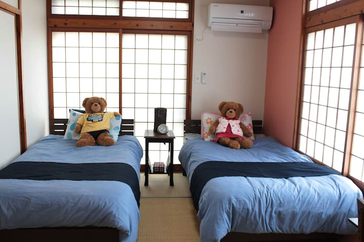 Room  ③ ●和室にシングルベットが2台あります。 ●There are 2 single beds in the Japanese-style room. ●日式客房配有2张单人床。 ●일본식 방에 싱글 침대가 2 개 있습니다.