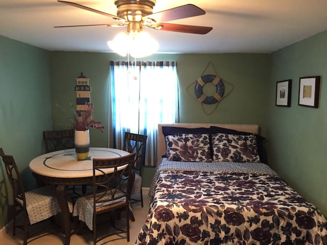 Economy Studio Unit 20 minutes to all beaches - Miami Gardens - Flat