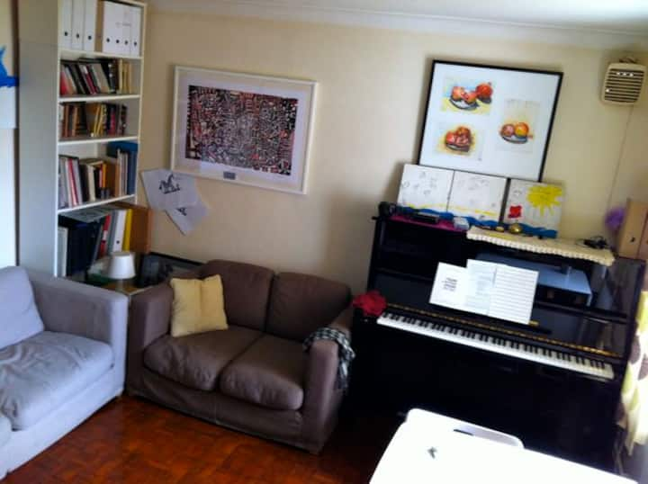 Nice Tidy & Simple room in Streatham Hill