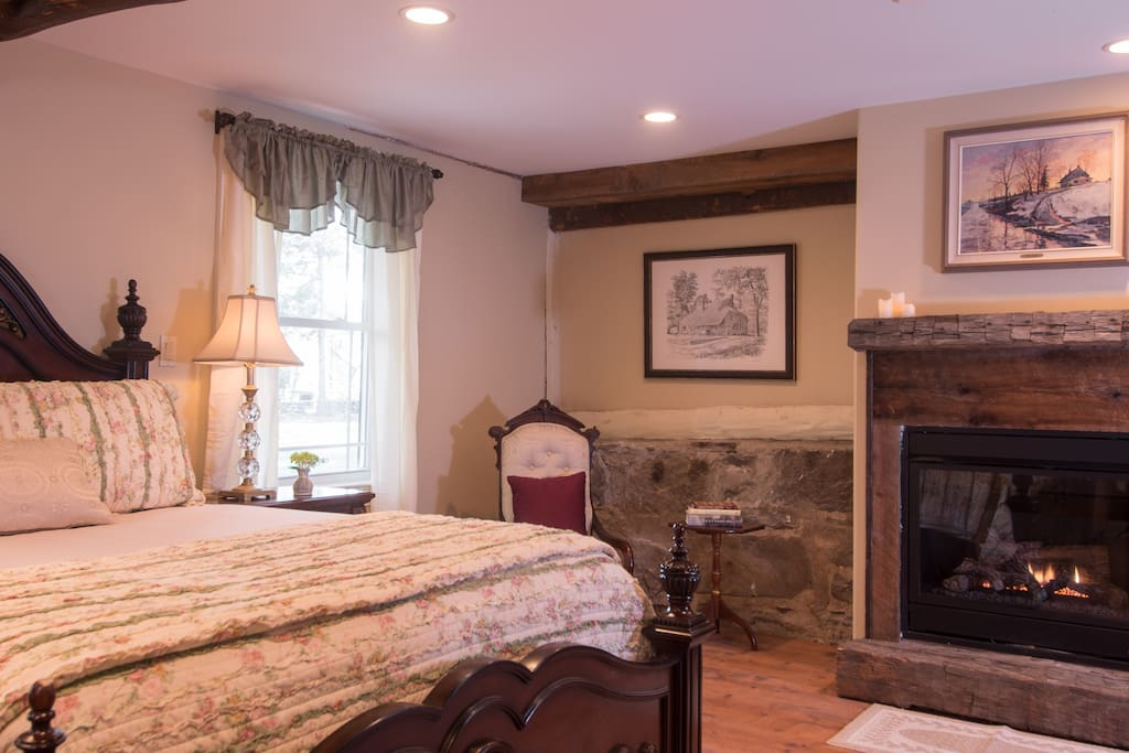 The Storm King Room - bedroom