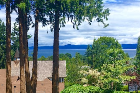 Ocean View Suite by the Beach - Qualicum Beach