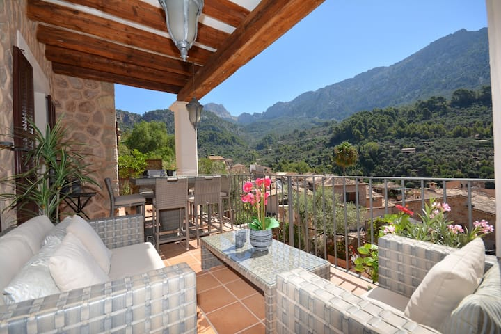 House, amazing views and heated pool in Fornalutx