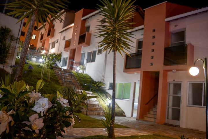 APART HOTEL PARA CASAL, COM AR E PISCINA