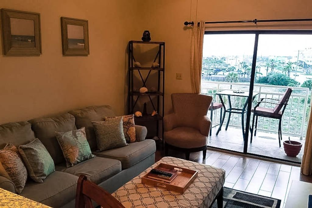 This newly renovated 1 bed 1 bath unit offers a side view of the beach. All bedding in both the master suite as well as the sleeper sofa in the main room has been recently upgraded.