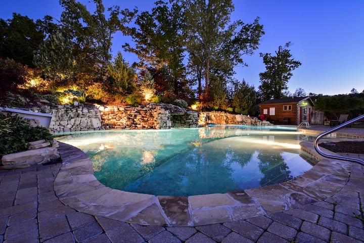 Chalets Resort Luxury Lakefront Villa~Family Friendly~2 Pools~Free Amenities