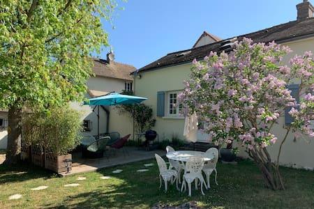 Jolie maison 60Km Paris avec tennis