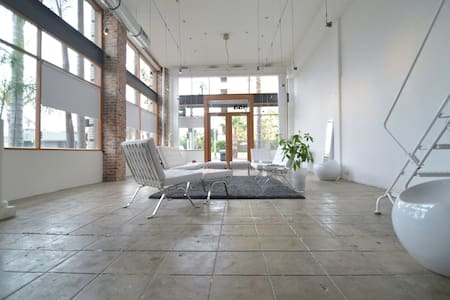 Modern Designed Artist Loft - Long Beach