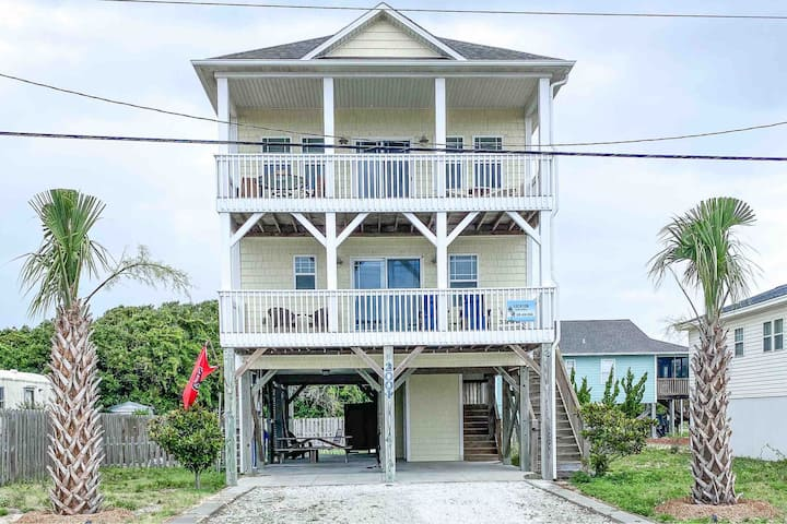 !NEW! Spacious Surf City Home with Ocean View