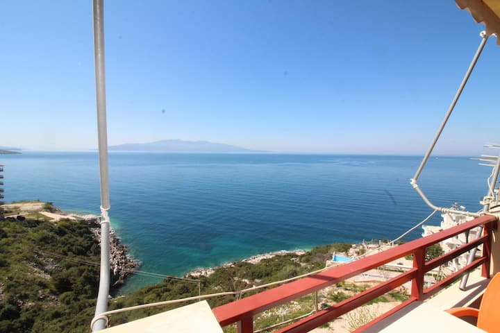 Seafront apartment in best place in Saranda (N27)