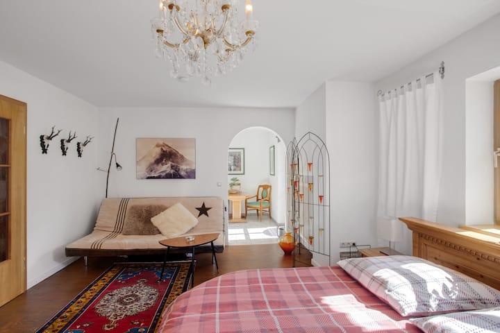 Gemütliche Ferienwohnung Edelweiß mit 2 Balkonen, WLAN und Bergblick; Parkplatz vorhanden