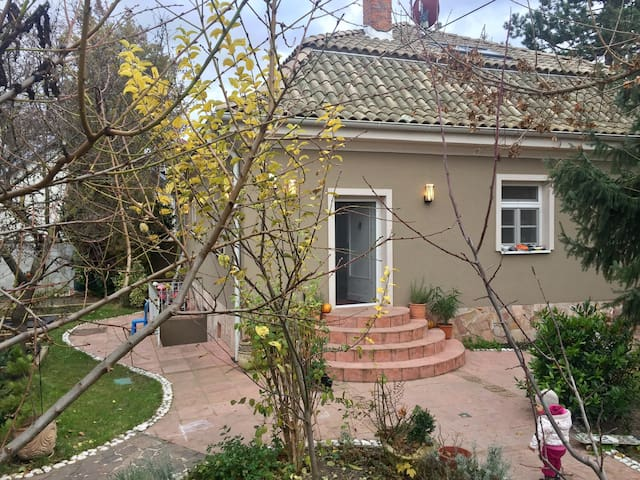 Villa with parking and garden. - Bratislava