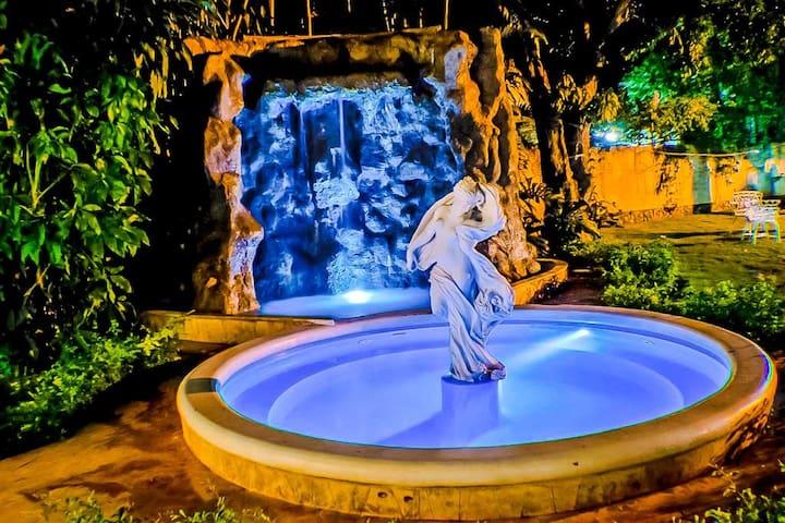 VIP Luxury 4BR Villa with pool in Siboney/wifi